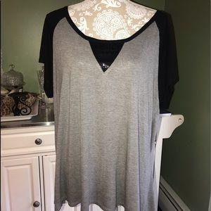 Ana short sleeve top. Gray and Black. Adorbs! 2X